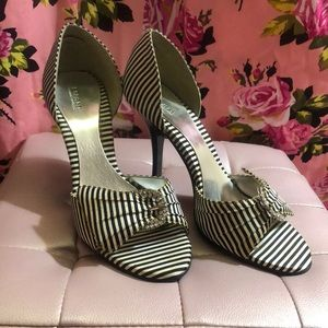 Black white striped buckle pinup peep shoes heels